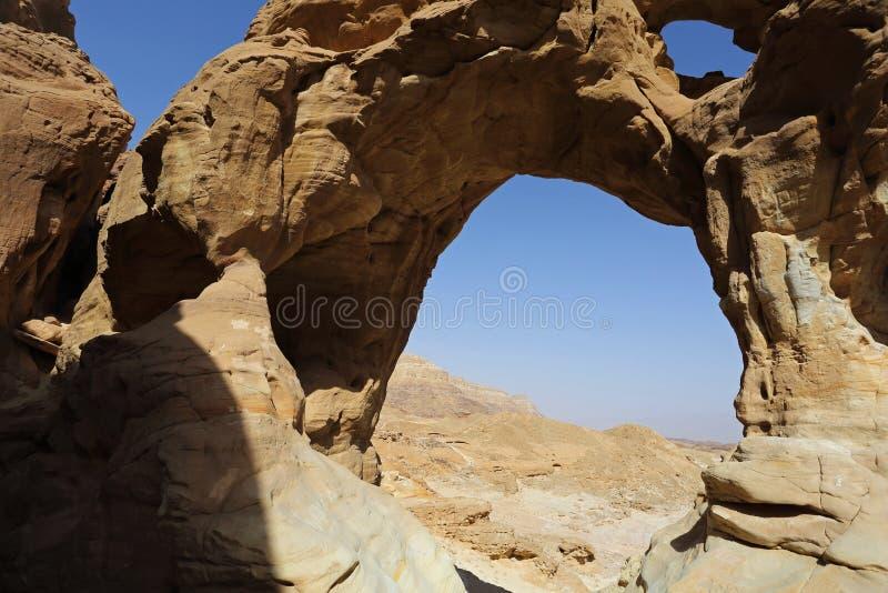 Arqueia a formação de rocha no parque de Timna, Israel fotos de stock