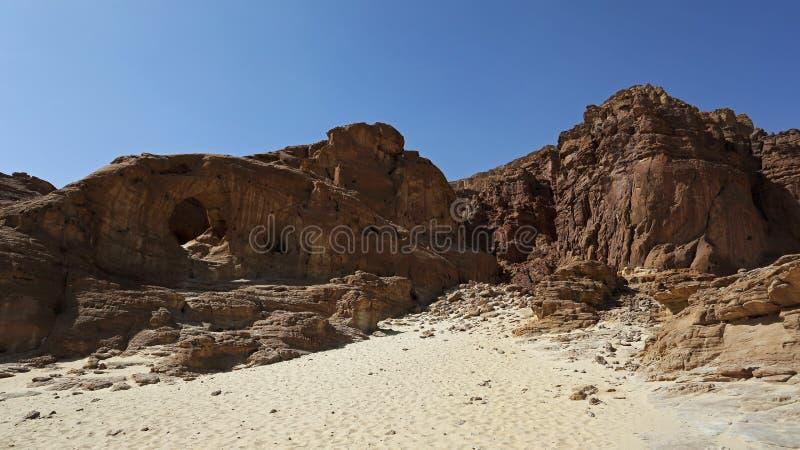Arqueia a formação de rocha no parque de Timna, Israel imagens de stock royalty free