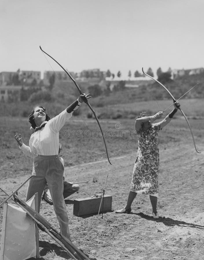 Arqueiros fêmeas fotografia de stock