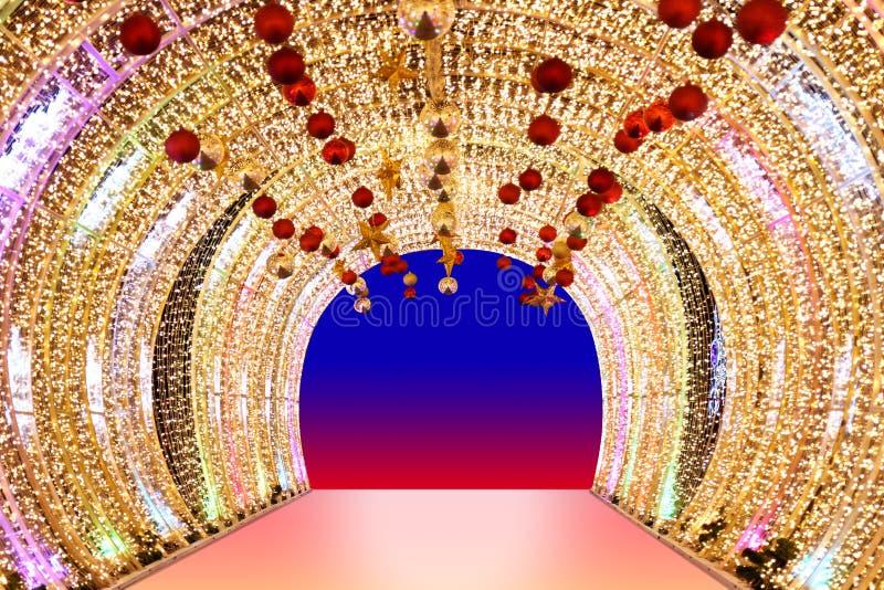 Arquez l'or de bokeh, voûte légère d'or brouillée de nuit de fond de Bokeh de voûte d'éclat jaune coloré des lampes LED, porte de photos stock
