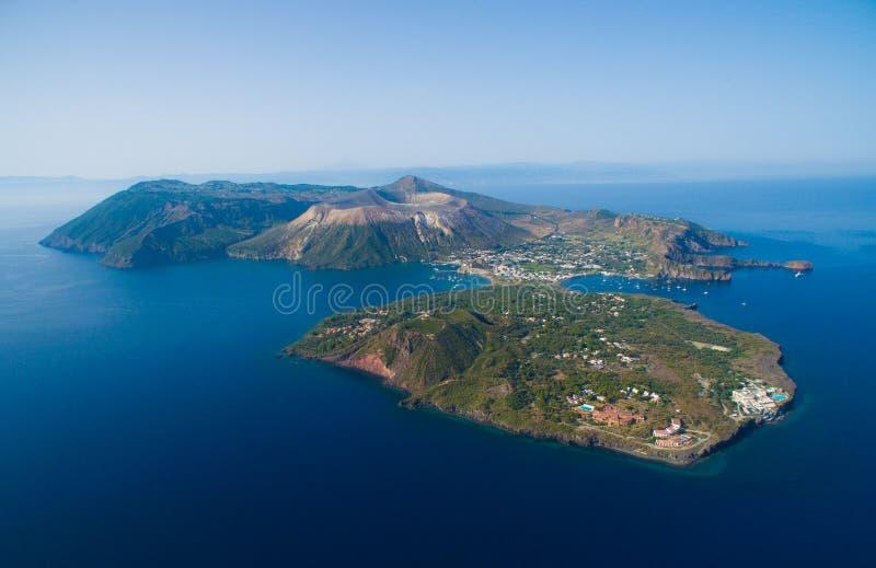 Arquipélago das ilhas eólias em Sicília imagens de stock royalty free
