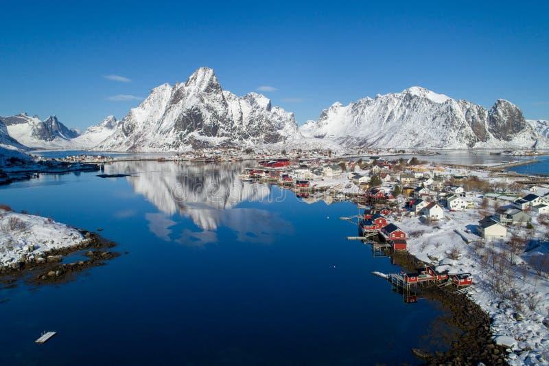 Arquipélago de Lofoten em Noruega no tempo de inverno foto de stock