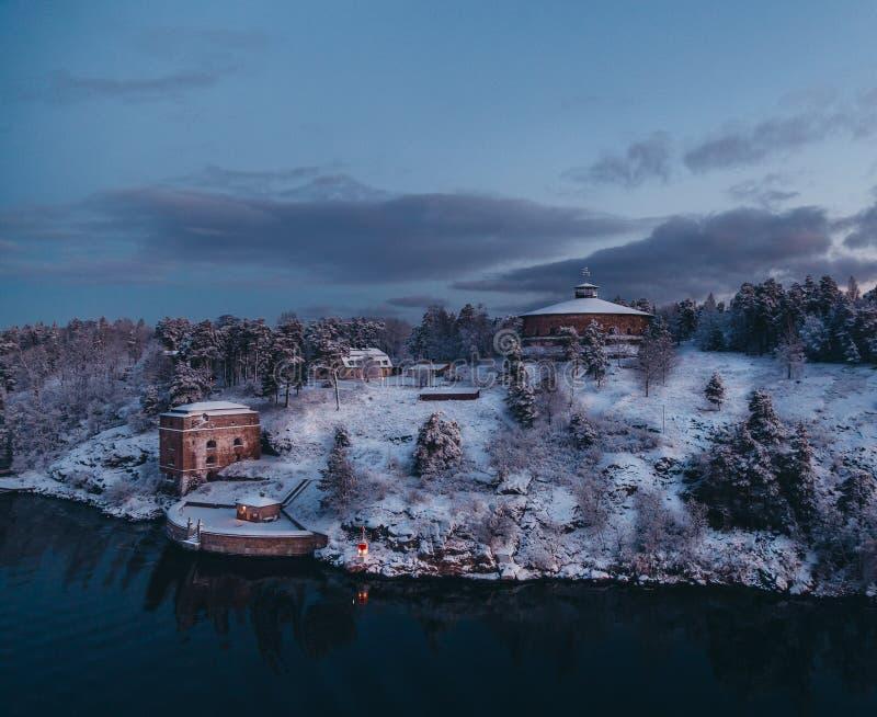 Arquipélago visto em uma manhã fria do inverno, Suécia de Éstocolmo da fortaleza de Oskar-Fredriksborg fotografia de stock