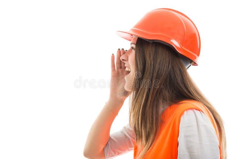 Arquitecto de la chica joven que grita en el fondo blanco fotografía de archivo libre de regalías