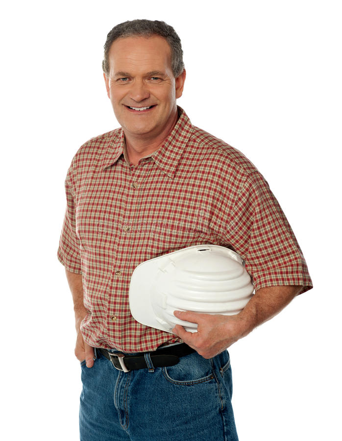 Arquitecto mayor sonriente que sostiene el sombrero de seguridad blanco foto de archivo libre de regalías
