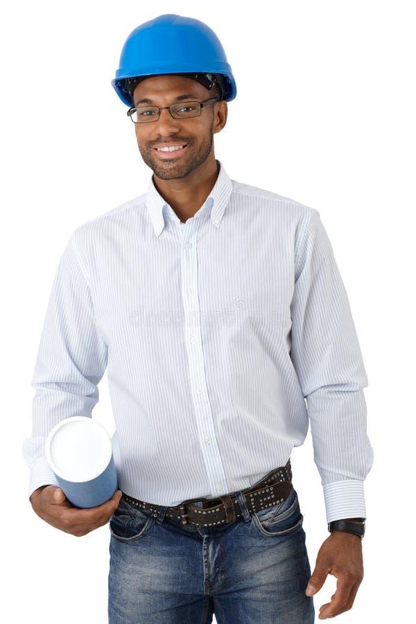 Arquitecto sonriente con el modelo fotografía de archivo libre de regalías