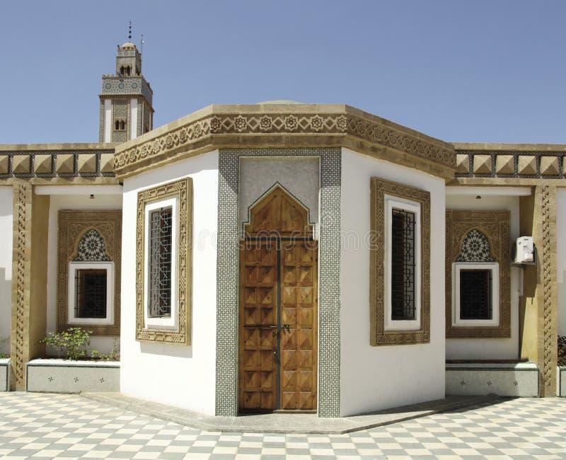 Arquitectura árabe en la mezquita de Loubnan, Agadir, Marruecos fotografía de archivo