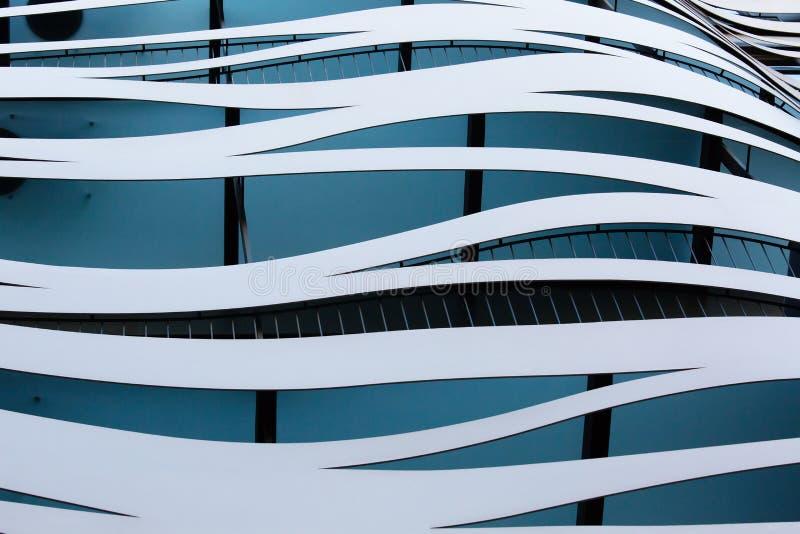 Arquitectura abstracta, fachada del edificio en Barcelona, España imágenes de archivo libres de regalías