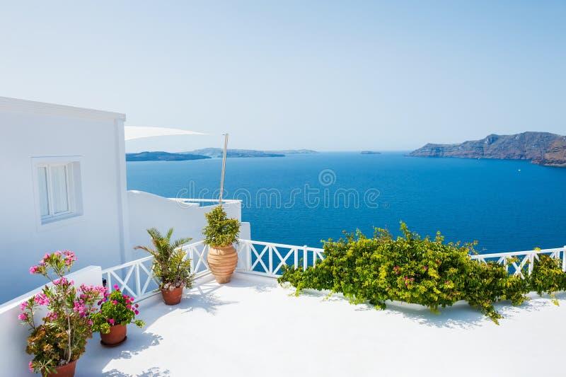 Arquitectura blanca en la isla de Santorini, Grecia fotos de archivo libres de regalías