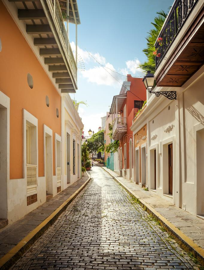 Arquitectura colonial en San Juan viejo, Puerto Rico imagenes de archivo