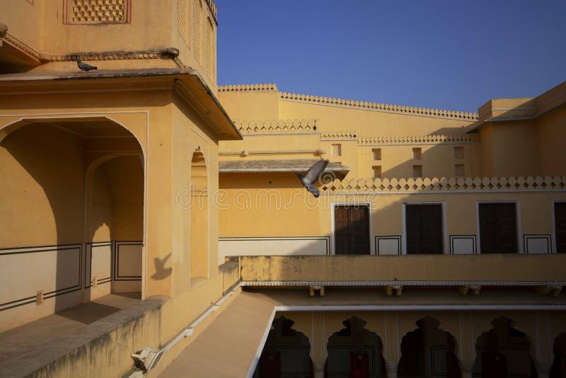 Arquitectura con la sombra dentro del palacio del viento en estado de Jaipur, Rajasthán, la India imágenes de archivo libres de regalías