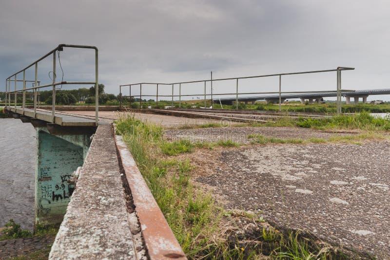 Arquitectura concreta del urbex a lo largo de la costa fotografía de archivo libre de regalías