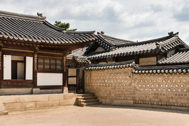 Arquitectura coreana tradicional en el palacio de Changdeokgung en Seul, Corea del Sur foto de archivo libre de regalías