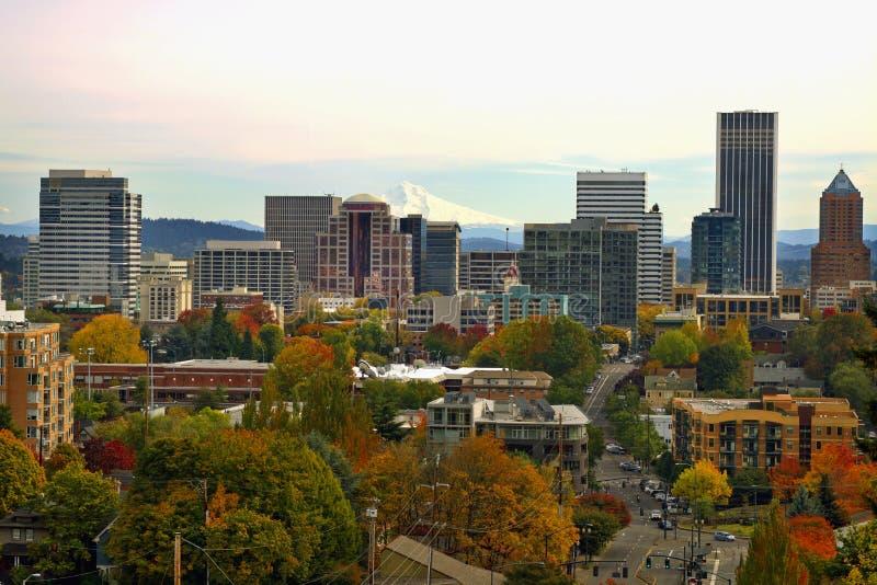 Arquitectura da cidade da baixa de Portland na queda foto de stock royalty free