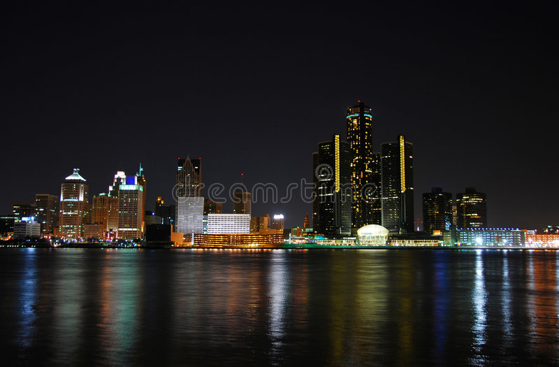 Arquitectura da cidade de Detroit na noite foto de stock royalty free