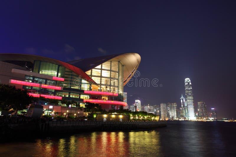 Arquitectura da cidade de Hong Kong na noite imagem de stock