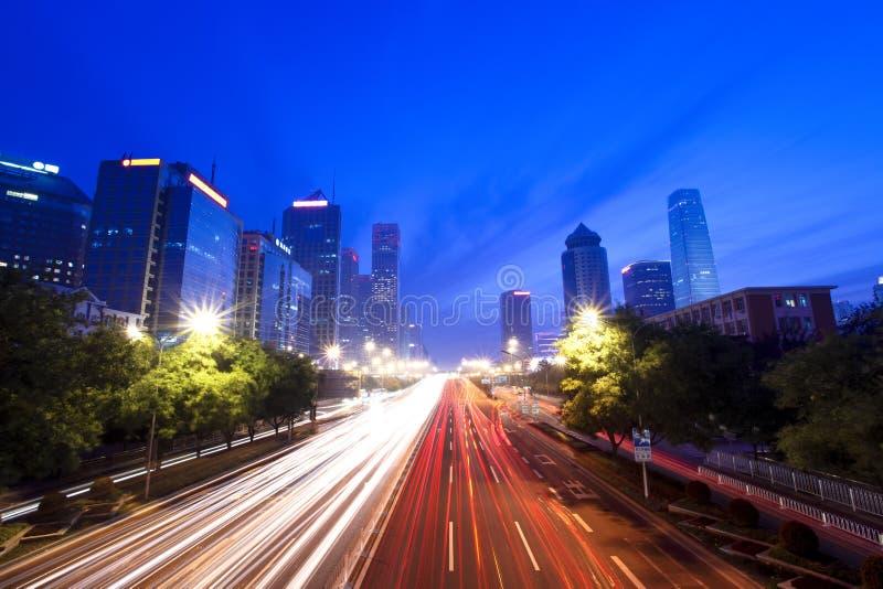 Arquitectura da cidade moderna em beijing no crepúsculo foto de stock