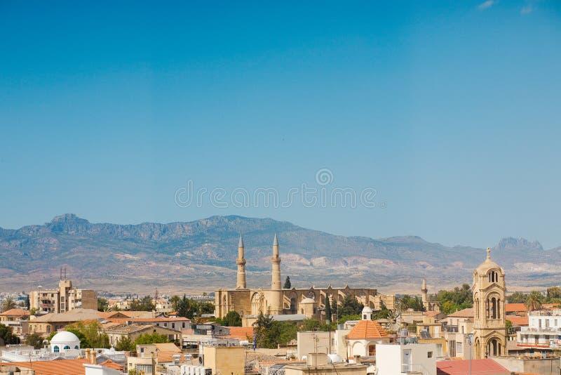 Arquitectura da cidade panorâmico típica em Chipre foto de stock royalty free