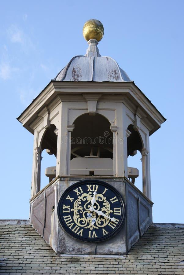 Arquitectura de Carolean de una torre de reloj abovedada imagenes de archivo