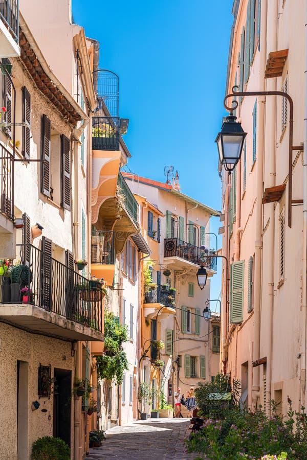 Arquitectura De Casas Históricas En El Centro De Cannes imagenes de archivo