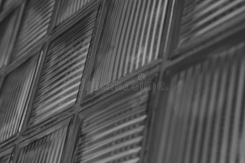 Arquitectura de cristal de la pared de ladrillo y del techo de los detalles de un edificio foto de archivo libre de regalías