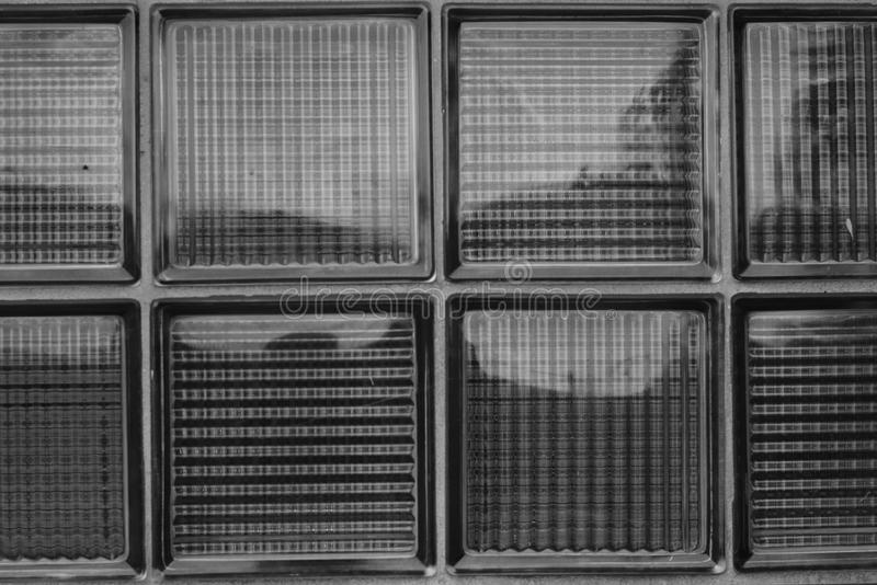Arquitectura de cristal de la pared de ladrillo y del techo de los detalles de un edificio fotos de archivo libres de regalías