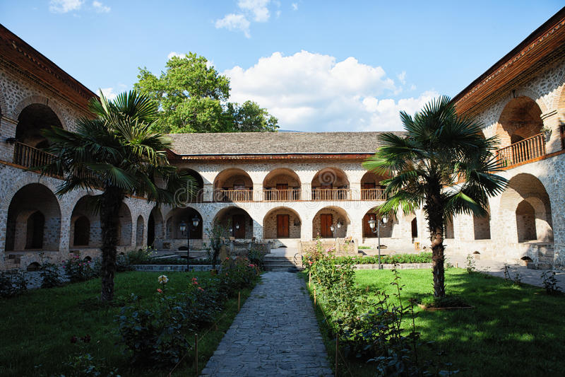 Arquitectura de la calle en la caravanseray de Sheki Azerbaijan fotos de archivo