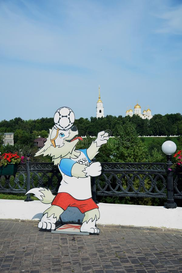 Arquitectura de la ciudad de Vladimir, Rusia Iglesia de la suposición y símbolo 2018 del mundial de la FIFA foto de archivo libre de regalías
