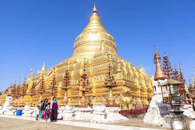 Arquitectura de la pagoda de Shwezigon en Bagan fotos de archivo libres de regalías