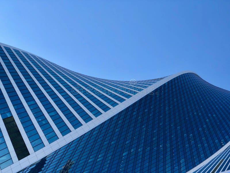 Arquitectura de los edificios de la ciudad Torre de la evoluci?n imagen de archivo