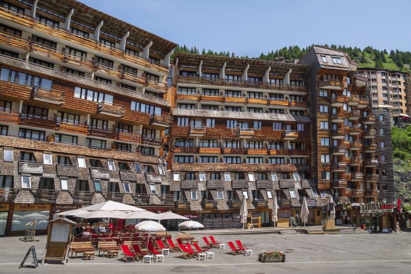 Arquitectura de madera de Avoriaz, montañas francesas fotografía de archivo libre de regalías