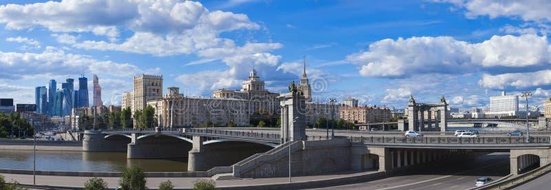 Arquitectura de Moscú: a partir de pasado al futuro imagen de archivo