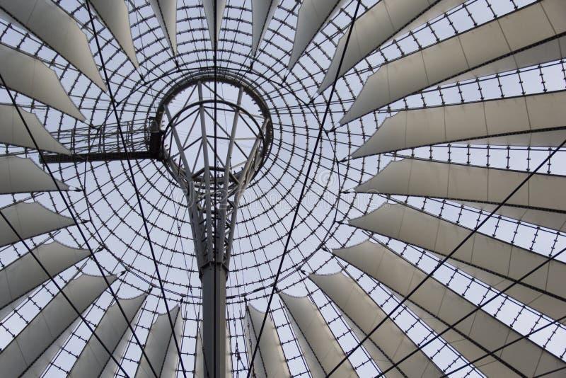 Arquitectura de Sony, Berlín, estructura, geométrico, simetric, cielo, cielos imagen de archivo