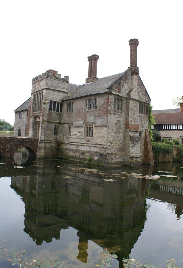 Arquitectura de Tudor Moated foto de archivo