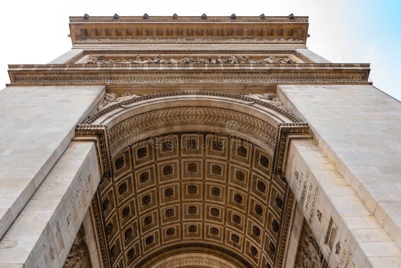 Arquitectura del arco de Triumph o de Arc de Triomphe, Champs-Elysees en París, Francia fotos de archivo