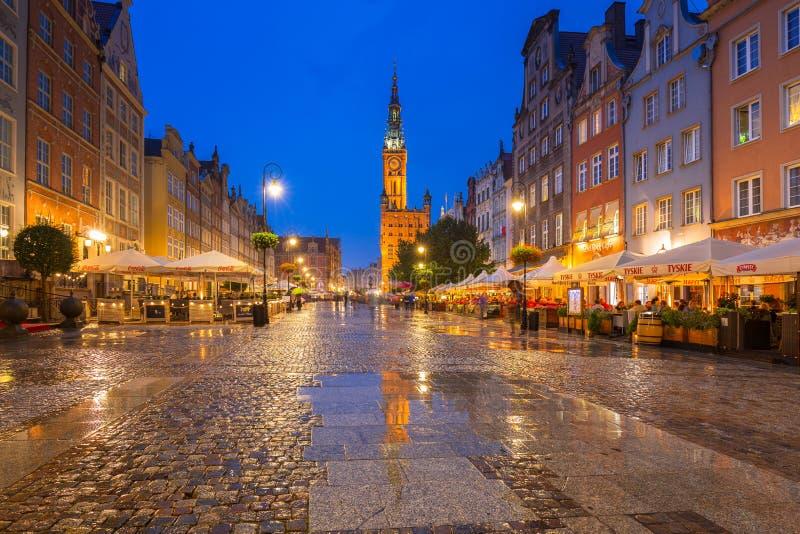 Arquitectura del carril largo en Gdansk en la noche fotografía de archivo libre de regalías