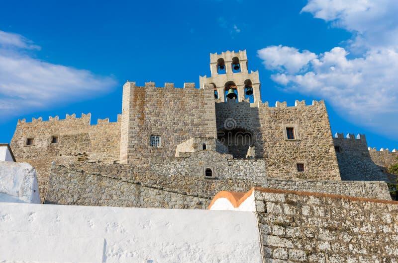 Arquitectura del monasterio de San Juan el teólogo en la isla de Patmos, Dodecanese, Grecia imagen de archivo