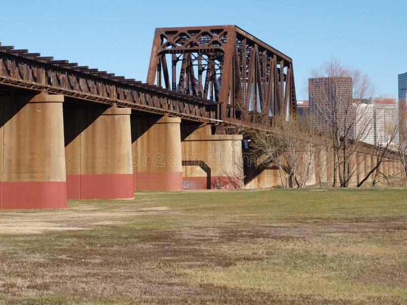 Arquitectura del puente del ferrocarril foto de archivo libre de regalías