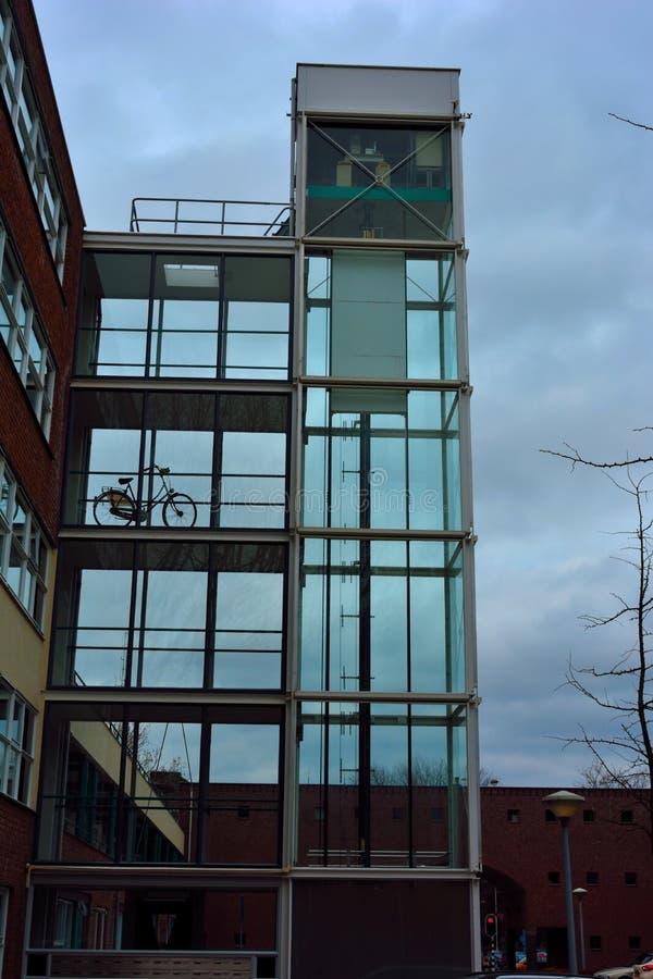 Arquitectura, eje de elevador de cristal foto de archivo libre de regalías
