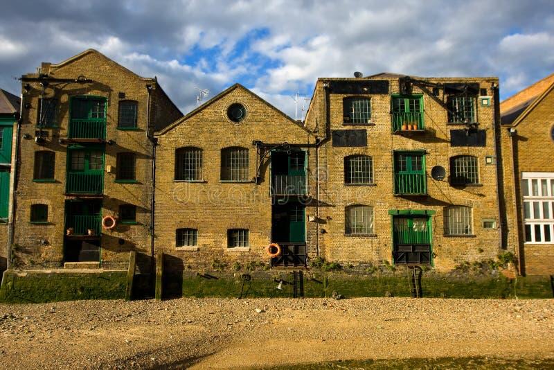 Arquitectura en Londres. Muelle-Docklands amarillos. fotografía de archivo