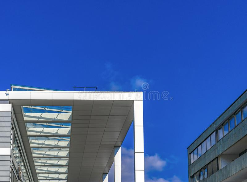 Arquitectura futurista moderna en Maguncia foto de archivo