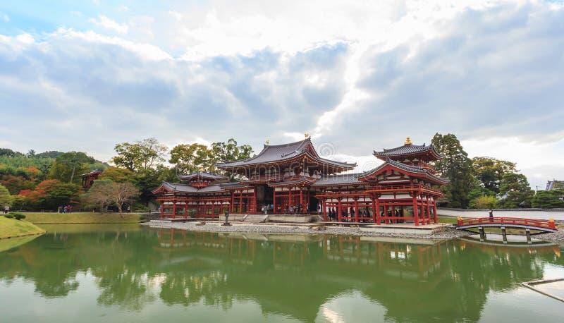 Arquitectura hermosa Byodo-en el templo en la estación del otoño en Kyoto imágenes de archivo libres de regalías