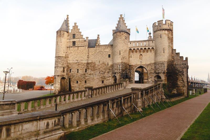 arquitectura hermosa de la fortaleza medieval del Het Steen foto de archivo libre de regalías