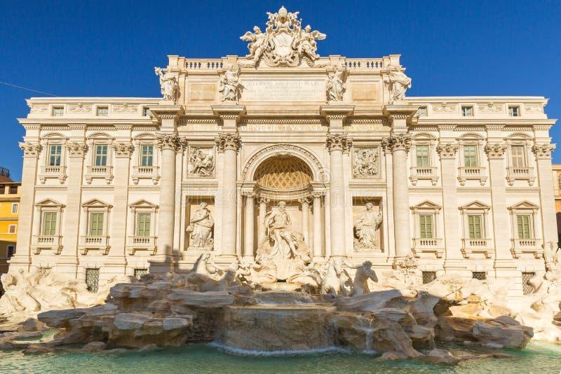 Arquitectura hermosa de la fuente del Trevi en Roma, Italia fotos de archivo