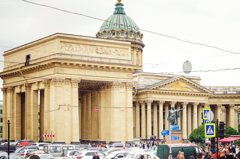 Arquitectura hermosa de St Petersburg Estación de metro foto de archivo