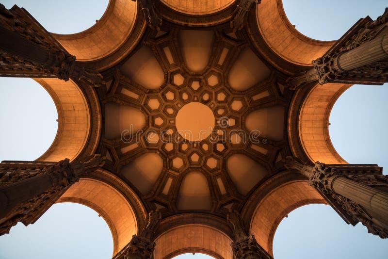 Arquitectura hermosa del arco antic en San Diego, California foto de archivo