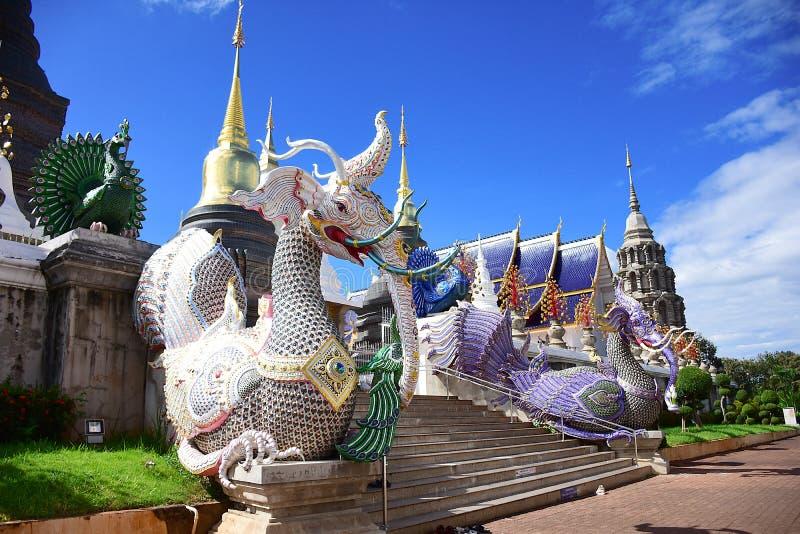 Arquitectura hermosa del templo de la guarida de la prohibición, Tailandia imagen de archivo libre de regalías