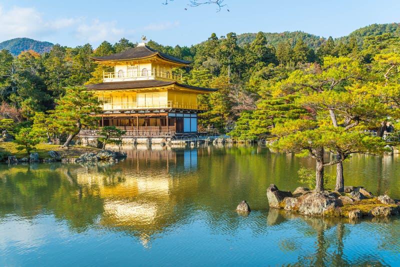 Arquitectura hermosa en el templo de Kinkakuji (el pabellón de oro) fotos de archivo