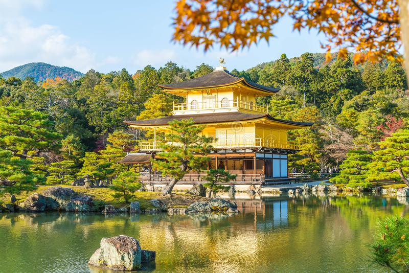Arquitectura hermosa en el templo de Kinkakuji (el pabellón de oro) foto de archivo libre de regalías