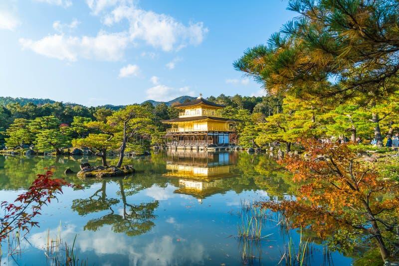 Arquitectura hermosa en el templo de Kinkakuji (el pabellón de oro) imagen de archivo